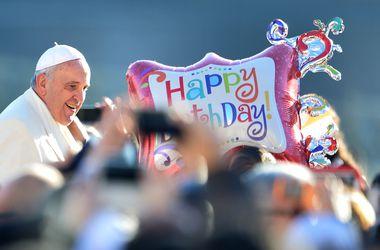 Как Папа Римский отмечал День рождения: надувные шары и танго