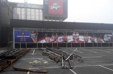 """В Донецке начали разбирать завалы на сгоревшей Арене """"Дружба"""""""