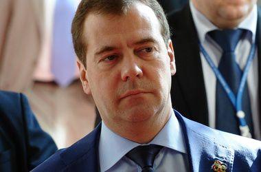 Медведев прокомментировал рекордное падение рубля