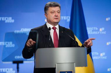 Порошенко пообещал по возвращении из Польши сразу инициировать отмену внеблокового статуса Украины