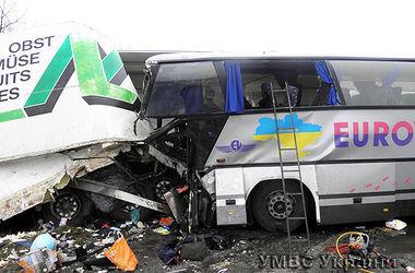 На Волыни грузовик влетел в автобус: погибли два водителя, 4 пассажиров в больнице