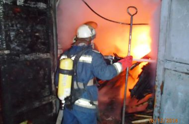 В Киеве сгорел столярный цех