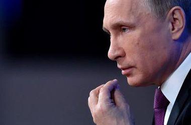 Порошенко хочет решить все мирным путем - Путин