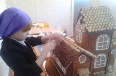 Киевские школьники создали Пряничный домик