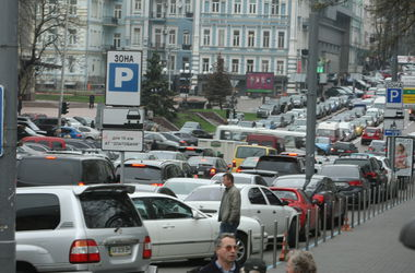 В центре Киева запретят парковаться в новогодние праздники