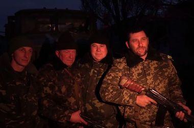 Бойцы рассказали о постоянных обстрелах во время перемирия и конвое из РФ