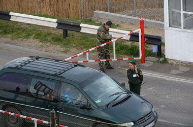 Пограничники объяснили, почему на границе с Крымом в очереди стоит более 1000 фур