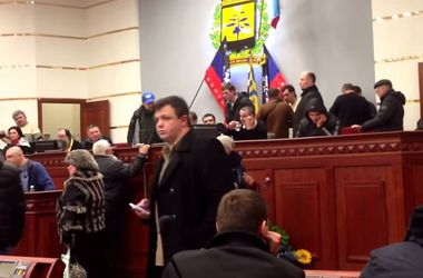 Соратник Януковича Олийнык сообщил, что профинансировал палаточный городок перед ВР, - Аваков - Цензор.НЕТ 9570