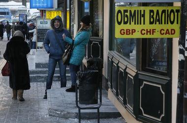 """НБУ перед выходными """"заморозил"""" курс доллара"""