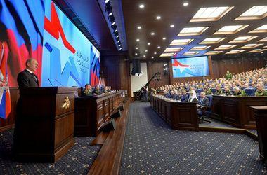 """Путин поблагодарил своих военных за """"мужество"""" во время аннексии Крыма"""