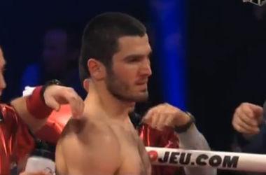 Боксер Бетербиев после нокдауна нокаутировал американца Пэйджа
