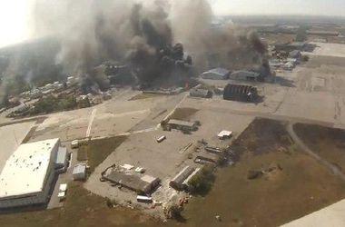 В Донецке слышны мощные залпы и взрывы