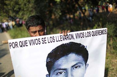 В Мексике после пропажи 43 студентов найдены массовые захоронения