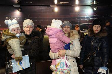 На Донбасс Арене продолжают выдавать помощь детям от Рината Ахметова