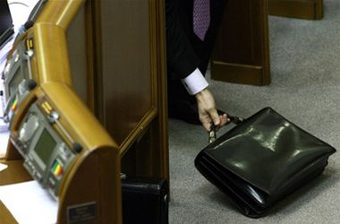 Курс на НАТО, иностранцы-антикоррупционеры и шанс на оливье от Гройсмана. Чем займется сегодня Верховная Рада?