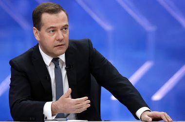 Россия отреагирует на отмену Украиной внеблокового статуса - Медведев