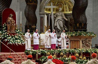 В Ватикане началась ночная Рождественская литургия