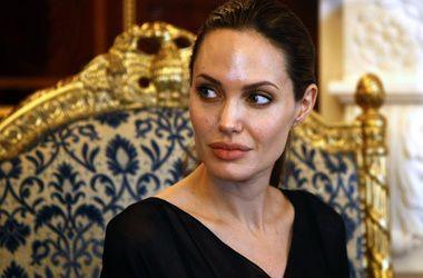 Сопредседатель Sony попыталась обнять Анджелину Джоли после публикации оскорбительных писем