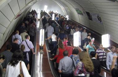 """На станции метро """"Театральная"""" пассажир бросился под поезд"""