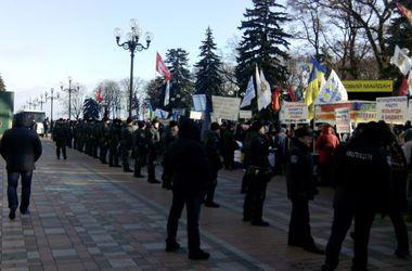 """Активисты под Радой: """"Если это проект бюджета камикадзе для страны камикадзе,  мы не хотим в такой стране жить"""""""