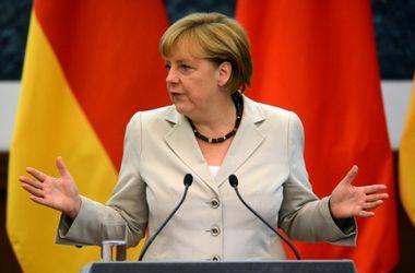 """Меркель призвала РФ """"надавить"""" на боевиков Донбасса для возобновления переговоров контактной группы"""