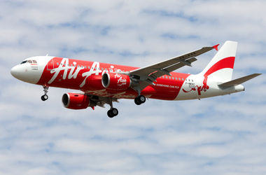 """Исчез авиалайнер компании """"Air Asia"""" со 162 людьми"""