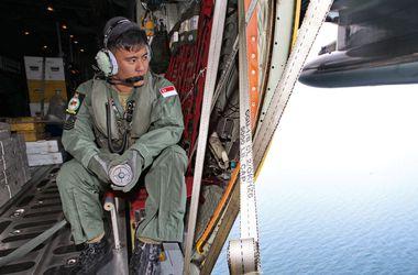 Самолет AirAsia утонул в море – спасатели