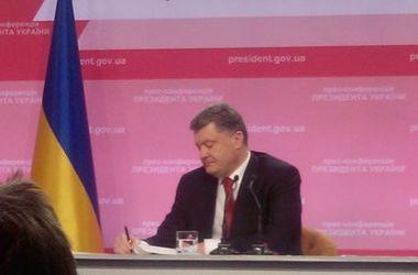 Порошенко подписал закон об отказе от внеблокового статуса Украины
