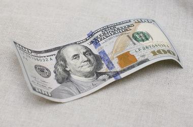 НБУ чуть-чуть снизил курс доллара