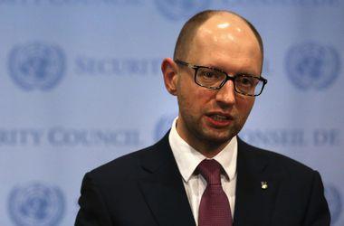 Яценюк: Сумма финансирования армии в 2015 году беспрецедентна