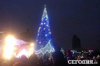 Новогодняя ночь в Донецке: грохот артиллерии и запуск осветительных ракет