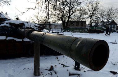 """В Донбассе """"работают"""" снайперы боевиков, обстрелы украинских военных продолжаются"""