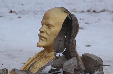 В Одесской области снесли памятник Ленину