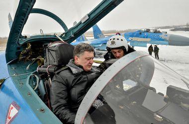 Порошенко передал армии более 100 единиц военной техники