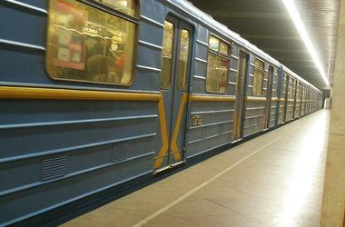 Подробности падения юного зацепера в киевском метро: парень ехал вместе с товарищем