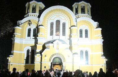 Во Владимирском соборе началось богослужение по случаю Рождества