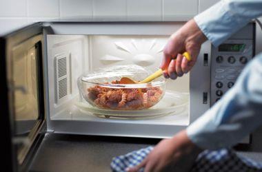 Диетологи вступились за еду из микроволновки