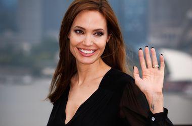Анджелина Джоли готовится к встрече с Папой Римским