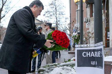 Порошенко почтил память погибших в Париже