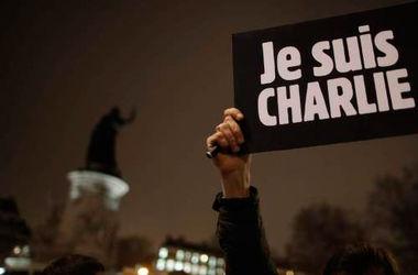 """В Москве задержали двух человек с плакатом """"Je suis Charlie"""""""