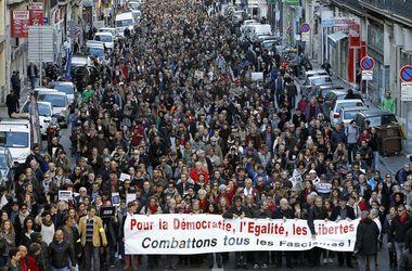 Во Франции около 700 тыс. человек приняли участие в безмолвных шествиях против терроризма