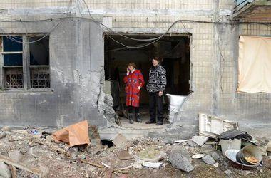 """Жители Донецка: """"О поездке в Мариуполь на два часа мы теперь должны уведомлять за десять дней?"""""""