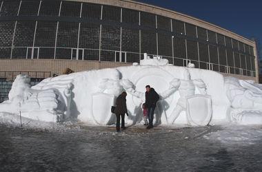 В Киеве слепили рекордную скульптуру из снега: более 30 метров в длину
