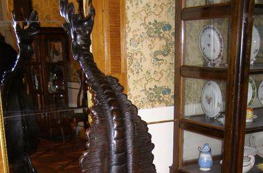 Музеї Львова: крісло Д'Артаньяна і живопис, який об'єднав всю Україну