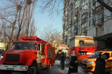 В Киеве неизвестные подожгли райком КПУ