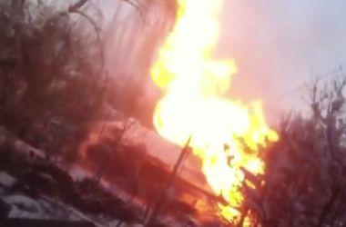 В Донецке горят газопровод и общежитие