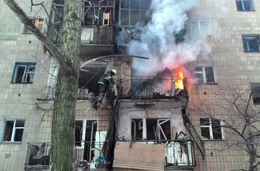 Донецк и Авдеевка в огне: снаряды попали в дома, автостоянку и газопровод