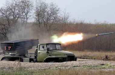 Ситуация в Донбассе усложняется: боевики усиливают огонь