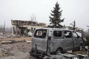 У Донецькому аеропорту поранені два