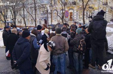 Одесситы колядовали у прокурора, требуя отчета о застройке пляжа Ланжерон